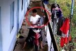 Clip: Thanh niên trộm quần áo còn cẩn thận lựa đồ như đi mua sắm