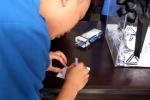 Video: Học sinh Lương Thế Vinh đồng loạt để băng đen, viết nhật ký vĩnh biệt thầy Cương