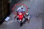 Clip: Dùng ống chích cướp xe ôm của tài xế lớn tuổi, đạo tặc bị dân tóm gọn