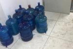 Chung cư HUD3 cắt nước, dân phải dùng nước cứu hoả, múc từ bể cá