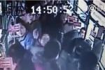 Video: Sàm sỡ thiếu nữ trên xe bus, kẻ biến thái nhận liên hoàn tát