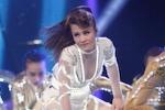 Đông Nhi hở bạo liệt, 'lấy lại danh dự' tại Vietnam Idol