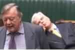 Video: Nghị sỹ Anh ngủ ngon lành trong phiên họp đang truyền hình trực tiếp