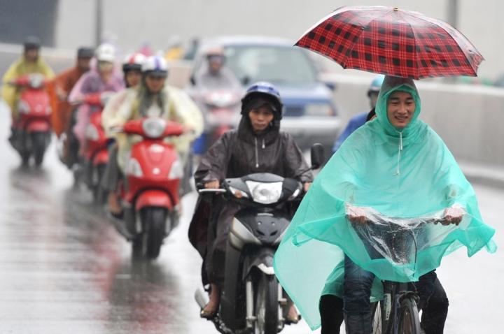 Hà Nội mưa rét, TP.HCM triều cường đạt đỉnh - 1