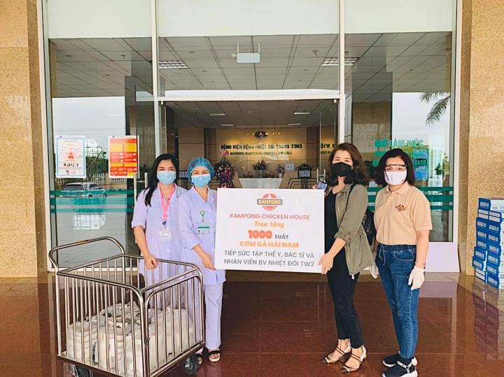 Cựu BTV Ngọc Diệp tặng 1000 suất cơm gà tới các y bác sĩ tuyến đầu chống dịch - 1