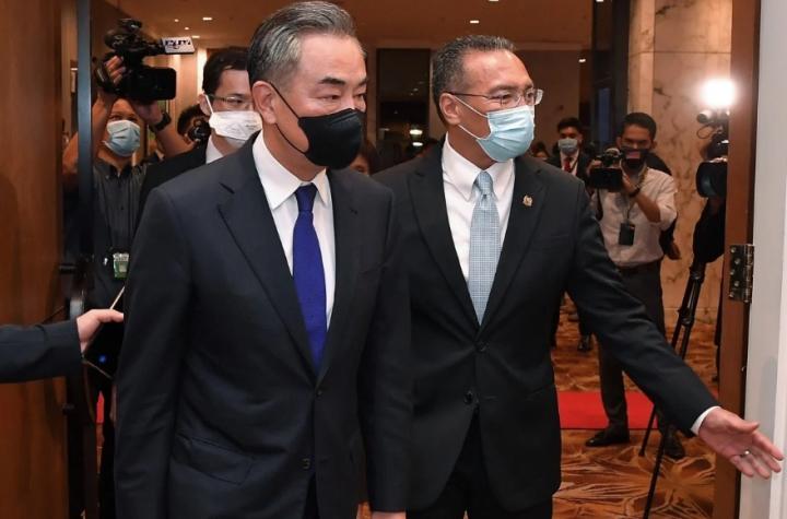 Đến Malaysia, ông Vương Nghị hứa hẹn hòa bình trên Biển Đông, chỉ trích QUAD - 1