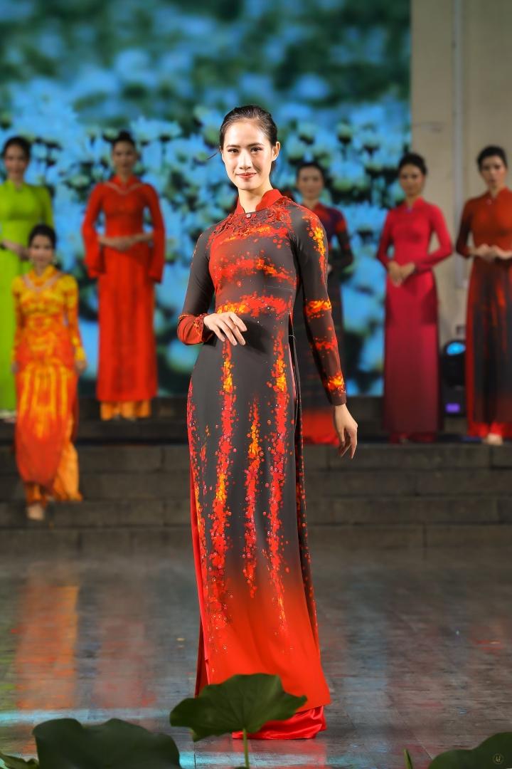 Thiết kế độc đáo bộ sưu tập 'Sắc hoa' gây ấn tượng tại Lễ hội áo dài TP.HCM - 10