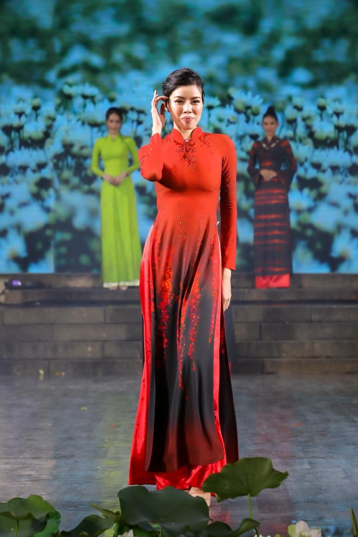Thiết kế độc đáo bộ sưu tập 'Sắc hoa' gây ấn tượng tại Lễ hội áo dài TP.HCM - 6