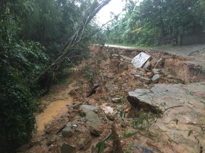 Nước lũ lên nhanh, nhiều xã ở Hà Tĩnh đang bị cô lập - 3