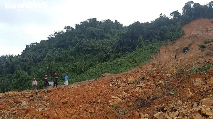 Sạt lở đất vùi lấp một gia đình ở Quảng Trị, 2 người chết, 4 người mất tích - 1