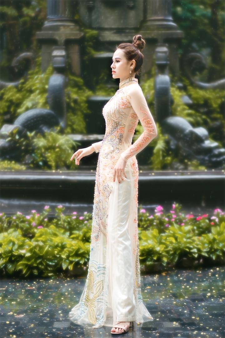 Hoa khôi Thời trang Khánh My đẹp sang trọng với áo dài đính đá - 1