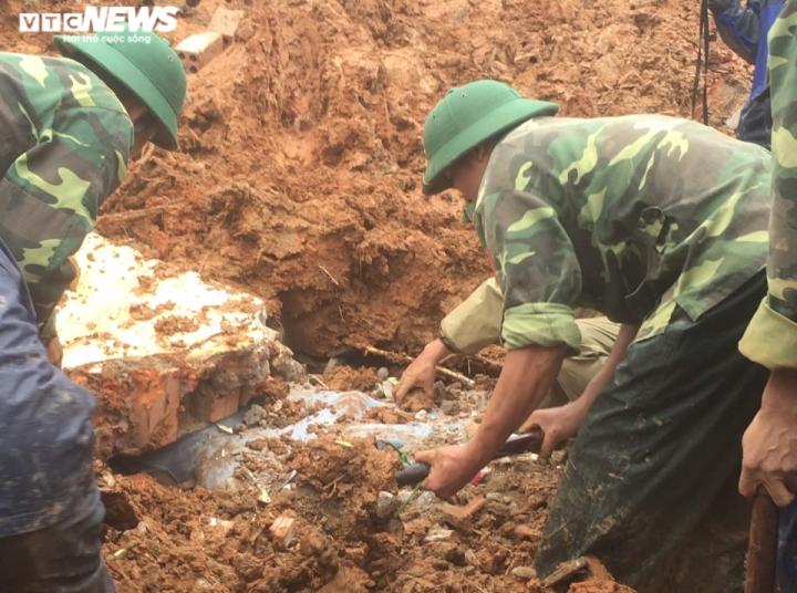 TRỰC TIẾP: Tìm thấy 12 thi thể cán bộ, chiến sĩ Đoàn 337 bị đất sạt lở vùi lấp - 11