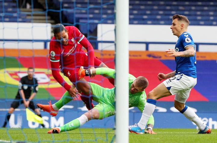 Trọng tài VAR gây tranh cãi trận Everton-Liverpool bị đẩy xuống hạng dưới - 1
