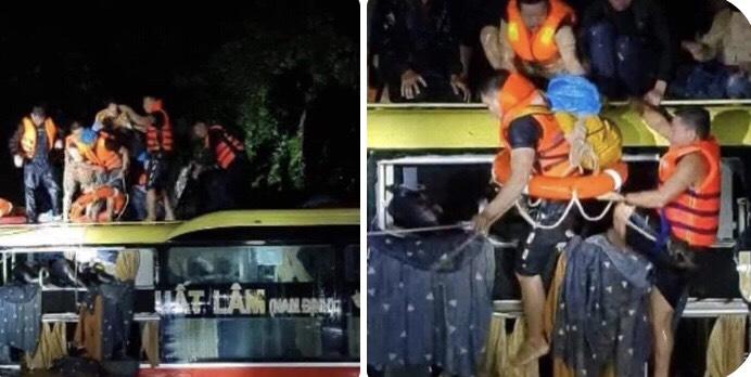 Xuyên đêm giải cứu 18 người trên xe khách bị lũ cuốn trôi ở Quảng Bình - 3