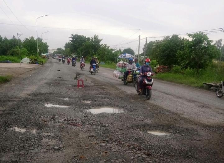 Nhiều đoạn Quốc lộ ở miền Tây bị hư hỏng nặng do mưa lớn kéo dài - 1