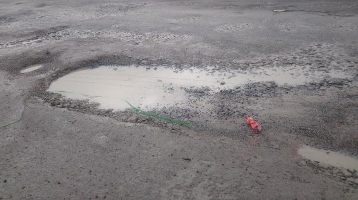Nhiều đoạn Quốc lộ ở miền Tây bị hư hỏng nặng do mưa lớn kéo dài - 2