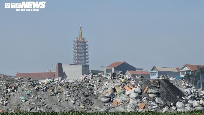 Kinh hãi 300 ống khói xả thẳng lên trời ở làng tái chế nhôm lớn nhất miền Bắc - 18