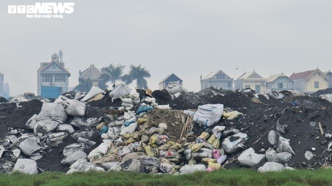 Kinh hãi 300 ống khói xả thẳng lên trời ở làng tái chế nhôm lớn nhất miền Bắc - 19