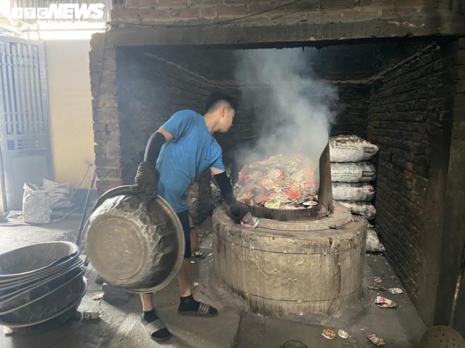 Kinh hãi 300 ống khói xả thẳng lên trời ở làng tái chế nhôm lớn nhất miền Bắc - 3