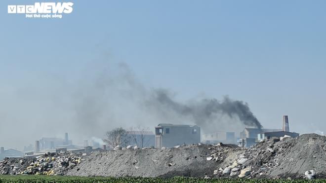 Kinh hãi 300 ống khói xả thẳng lên trời ở làng tái chế nhôm lớn nhất miền Bắc - 17