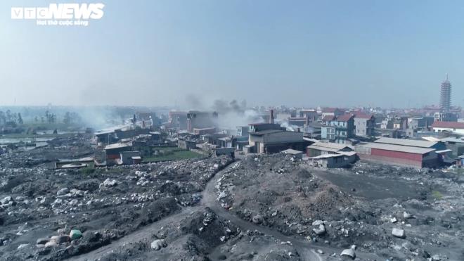 Kinh hãi 300 ống khói xả thẳng lên trời ở làng tái chế nhôm lớn nhất miền Bắc - 12