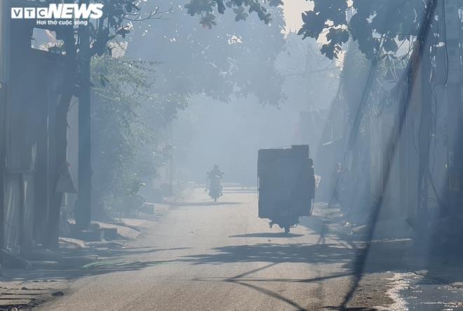 Kinh hãi 300 ống khói xả thẳng lên trời ở làng tái chế nhôm lớn nhất miền Bắc - 5