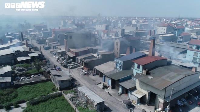 Kinh hãi 300 ống khói xả thẳng lên trời ở làng tái chế nhôm lớn nhất miền Bắc - 2