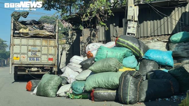 Kinh hãi 300 ống khói xả thẳng lên trời ở làng tái chế nhôm lớn nhất miền Bắc - 10