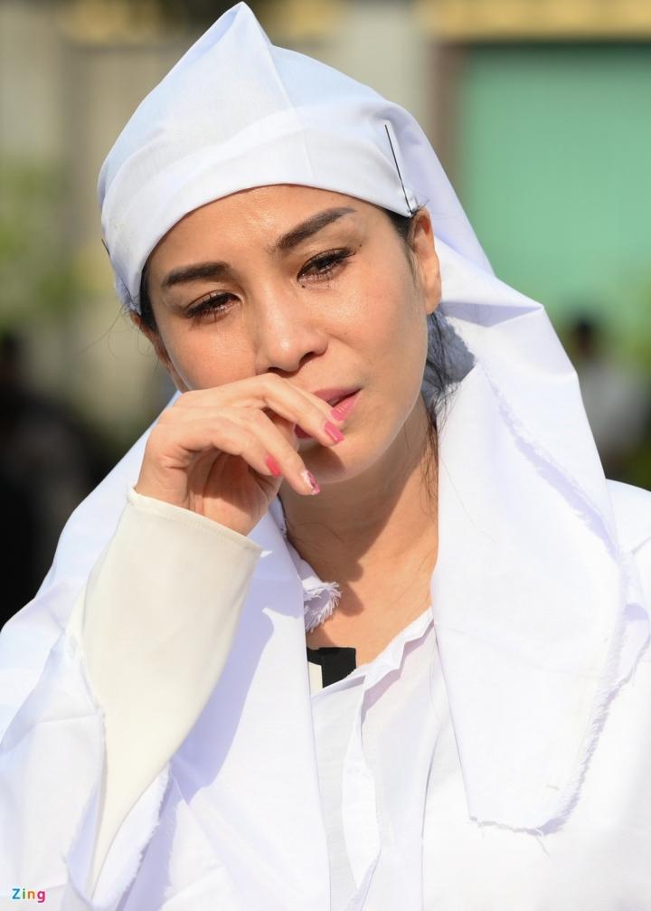 Giáng My, Ngọc Trinh khóc trong tang lễ NSND Lý Huỳnh - 3