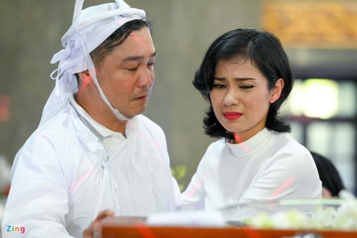 Giáng My, Ngọc Trinh khóc trong tang lễ NSND Lý Huỳnh - 4