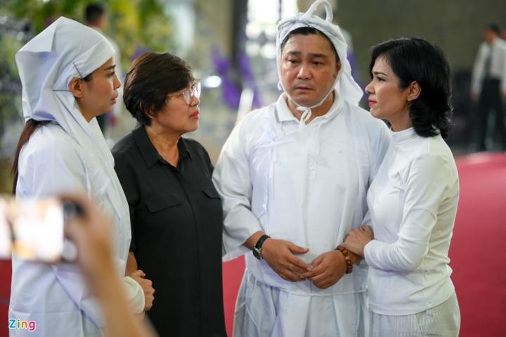 Giáng My, Ngọc Trinh khóc trong tang lễ NSND Lý Huỳnh - 5