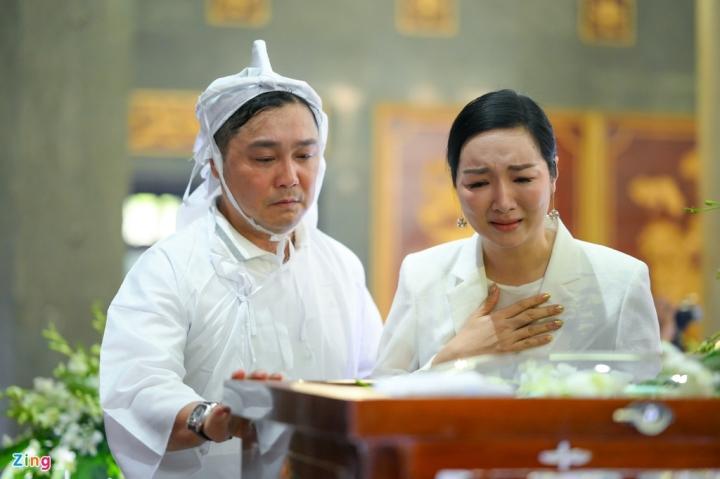 Giáng My, Ngọc Trinh khóc trong tang lễ NSND Lý Huỳnh - 8