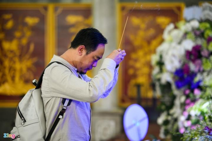 Giáng My, Ngọc Trinh khóc trong tang lễ NSND Lý Huỳnh - 9