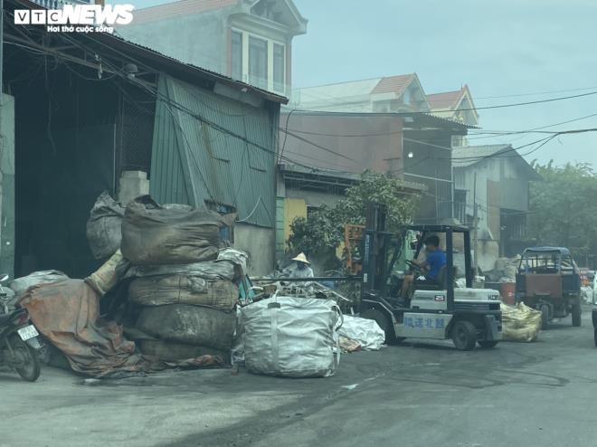 Kinh hãi 300 ống khói xả thẳng lên trời ở làng tái chế nhôm lớn nhất miền Bắc - 15