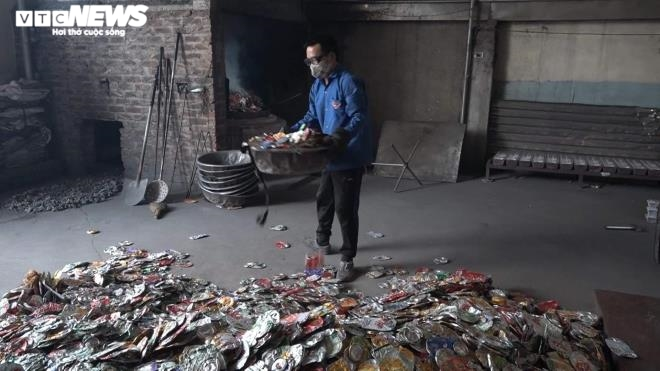 Kinh hãi 300 ống khói xả thẳng lên trời ở làng tái chế nhôm lớn nhất miền Bắc - 16