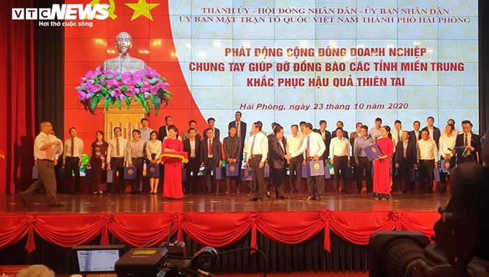 TP Hải Phòng ủng hộ 120 tỷ đồng và 200 tấn gạo giúp đồng bào miền Trung - 1