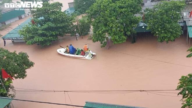 Cứu trợ đồng bào lũ lụt miền Trung: Phải biết dân cần gì, ở đâu, hỗ trợ thế nào - 2