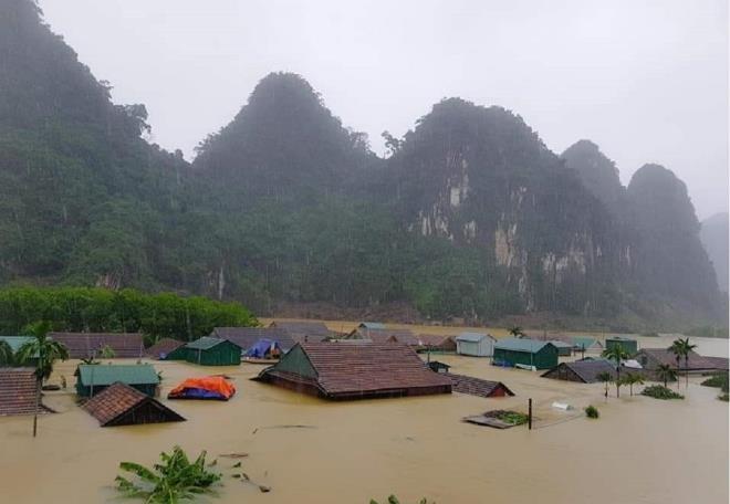 Quảng Bình chi hơn 100 tỷ đồng cứu trợ khẩn cấp dân có nhà ngập lụt - 1