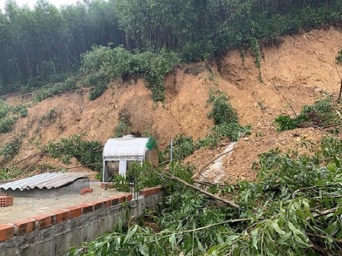 Tìm thấy thi thể 2 nạn nhân bị lũ cuốn khi đi rừng ở Quảng Bình - 1