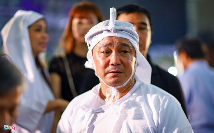 NSND Thành Lộc, MC Quyền Linh viếng NSND Lý Huỳnh - 1