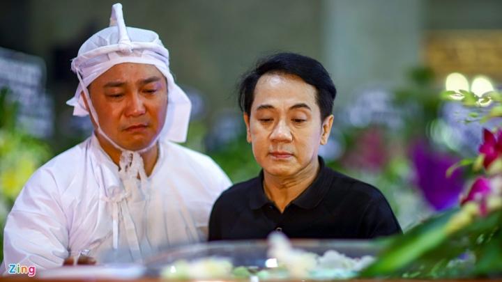 NSND Thành Lộc, MC Quyền Linh viếng NSND Lý Huỳnh - 4
