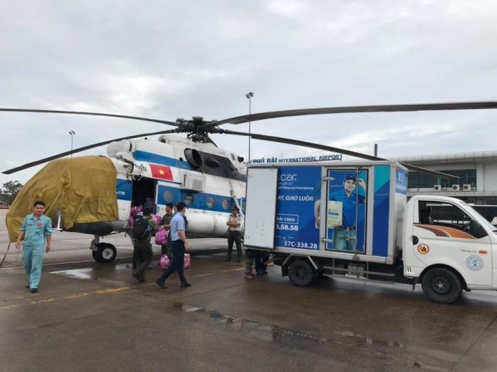 Quảng Trị mượn đường Lào vào nơi cô lập do lũ tìm vị trí đậu trực thăng tiếp tế - 2