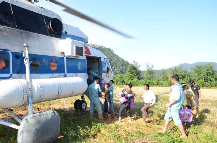 Quảng Trị mượn đường Lào vào nơi cô lập do lũ tìm vị trí đậu trực thăng tiếp tế - 1