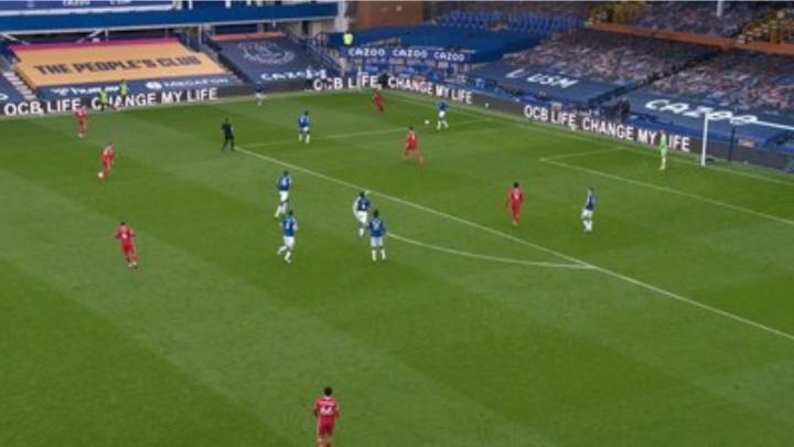 OCB Life xuất hiện trong trận đấu West Ham United và Manchester City - 1