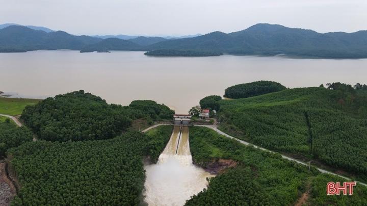 Phó Chủ tịch tỉnh Hà Tĩnh: Xả tràn hồ Kẻ Gỗ là hoàn toàn chủ động, đúng thực tế - 7