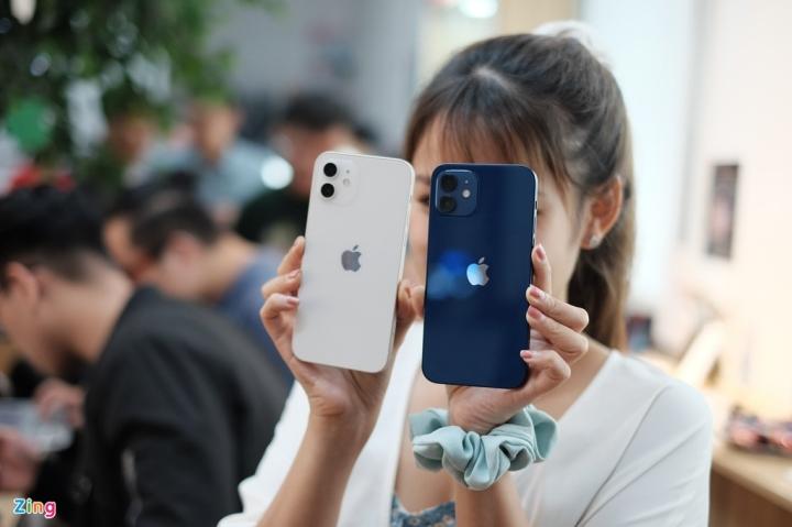'Đập hộp' chiếc iPhone 12 đầu tiên về Việt Nam - 1