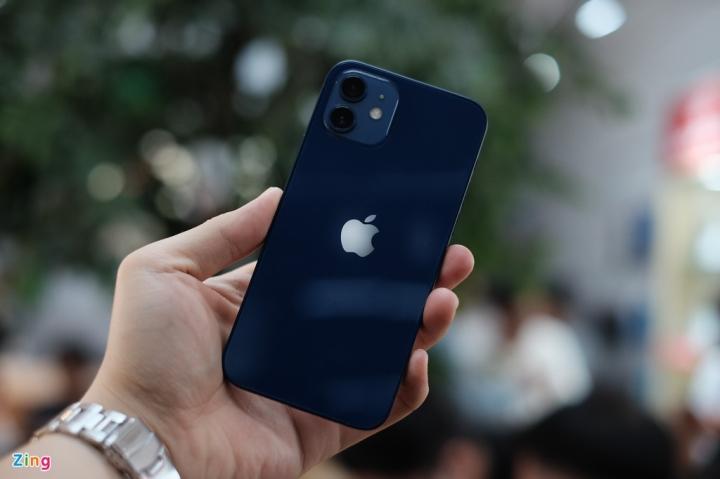 'Đập hộp' chiếc iPhone 12 đầu tiên về Việt Nam - 3
