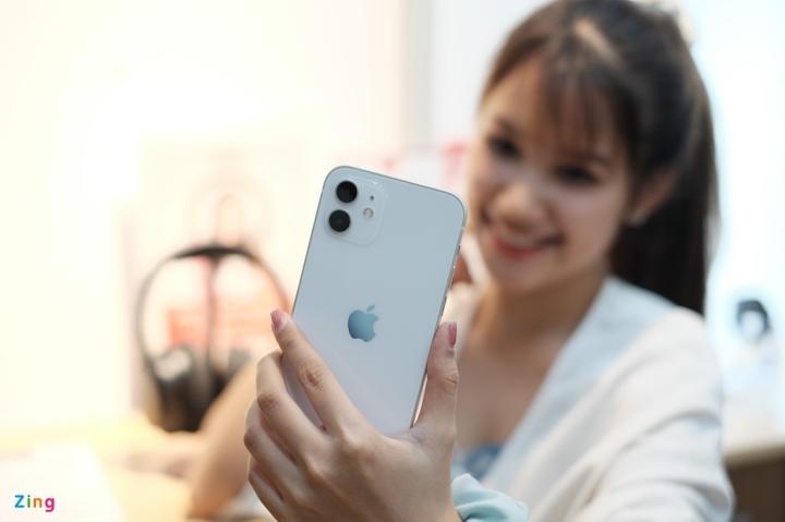 'Đập hộp' chiếc iPhone 12 đầu tiên về Việt Nam - 4