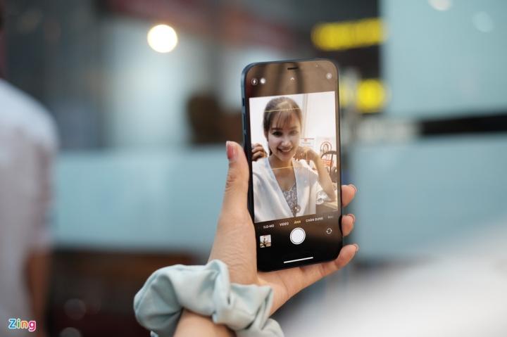'Đập hộp' chiếc iPhone 12 đầu tiên về Việt Nam - 6