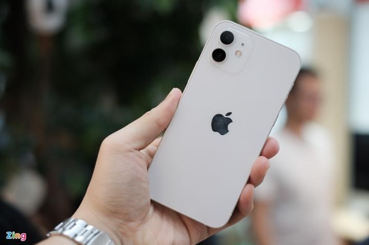 'Đập hộp' chiếc iPhone 12 đầu tiên về Việt Nam - 7